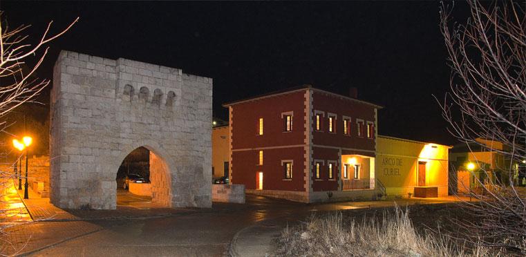 Fachada de Bodegas y Viñedos Arco de Curiel